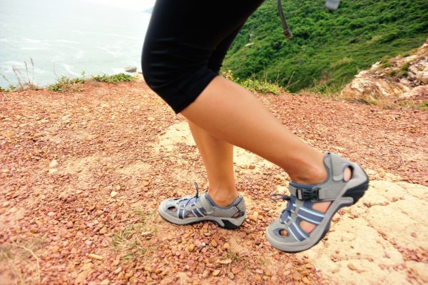 comfortable sandals for flat feet