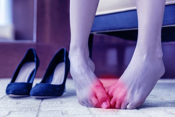 Pain in the Balls of Your Feet? Symptoms & Causes of Metatarsalgia