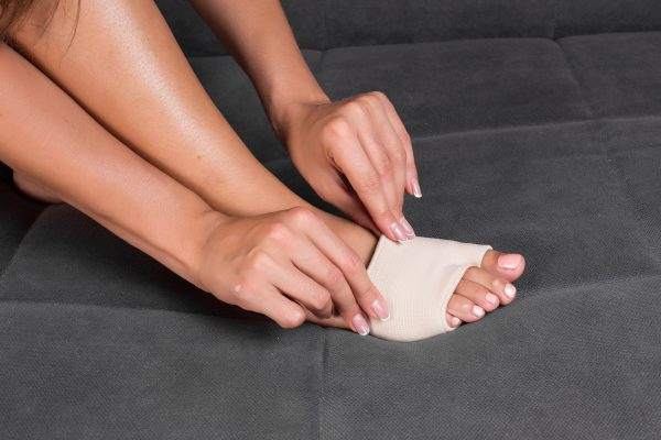 """How to Treat & Relieve """"Metatarsalgia"""" Ball of the Foot Pain"""